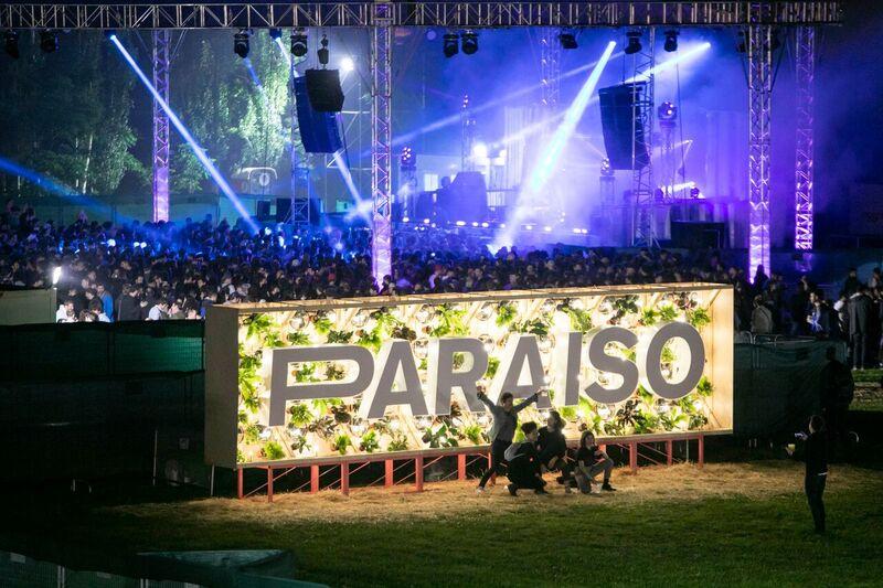 El festival Paraíso debuta brillando cual sol a pesar de comenzar en tempestad